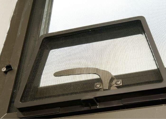 Puis-je me procurer des pièces de remplacement pour mes fenêtres même si je ne les ai pas achetées à votre atelier?